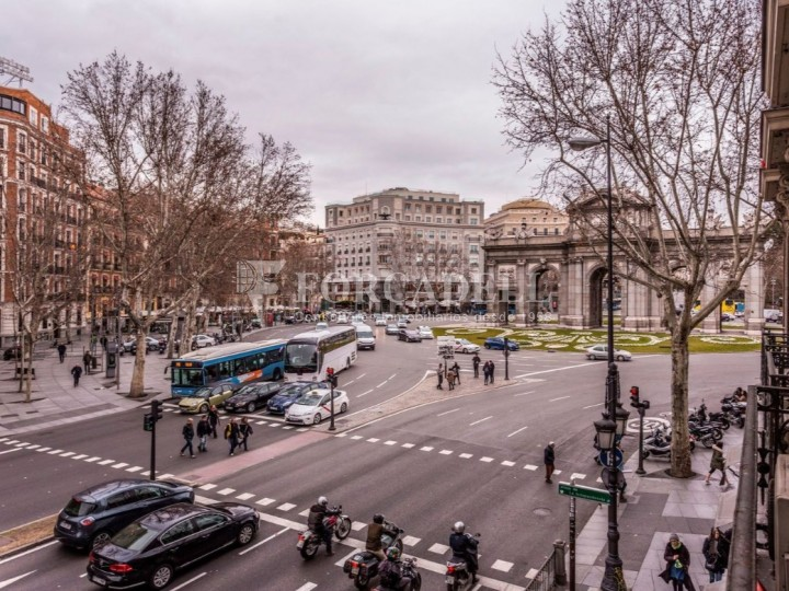 Oficina en lloguer al costat de la Puerta de Alcalá. Madrid 8
