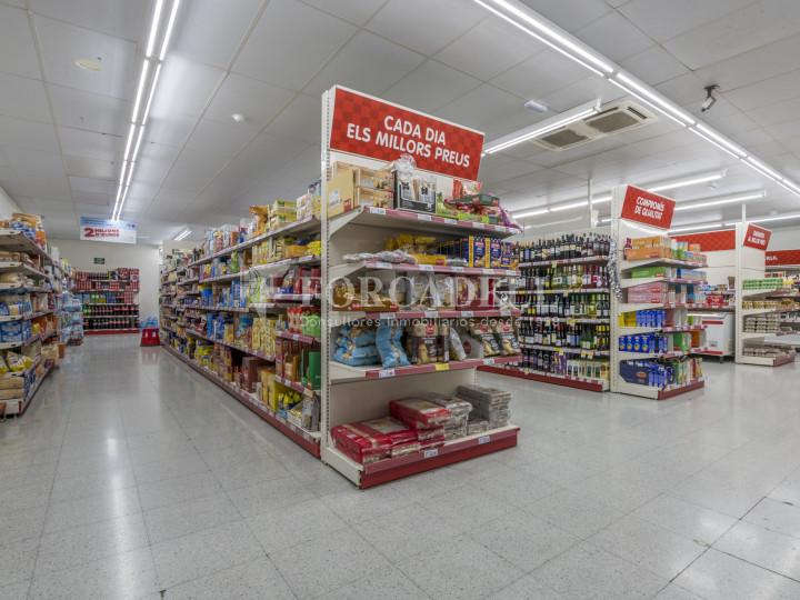Local comercial a disponible a districte 1 de Sabadell, al barri del Centre.  #52