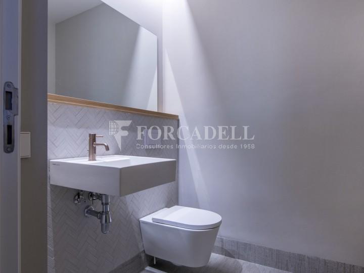 Excel·lent oficina rehabilitada en lloguer a l'Av. Diagonal. Barcelona. 13