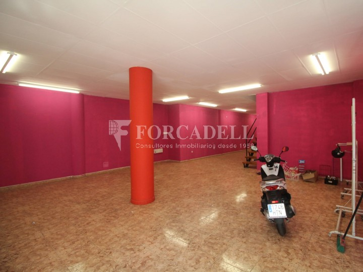Commercial premises located in Josep Tapìoles street, 10 minutes walking from the Terrassa railway station. Barcelona. #2