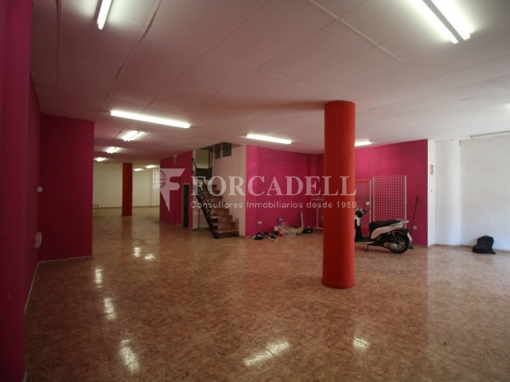 Commercial premises located in Josep Tapìoles street, 10 minutes walking from the Terrassa railway station. Barcelona. #4