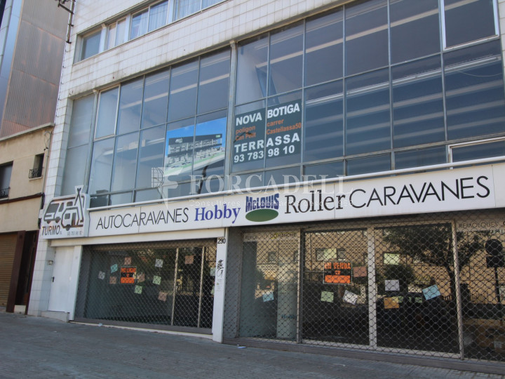 Commercial building with 3 floors on the Castellar road in Terrassa. Barcelona. 1