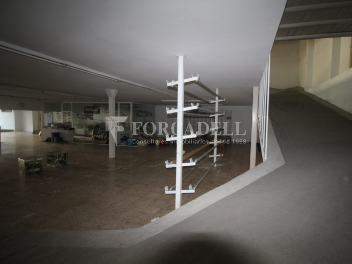 Commercial building with 3 floors on the Castellar road in Terrassa. Barcelona. 11