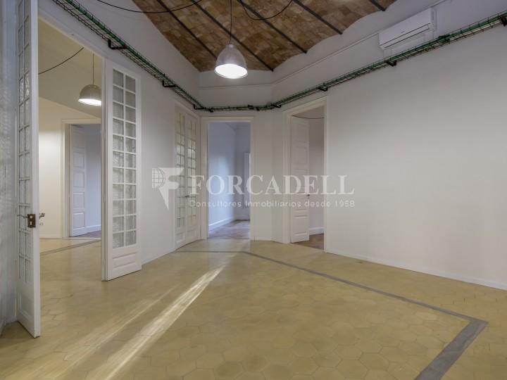 Oficina reformada de lloguer a la Gran Via de les Corts Catalanes, Barcelona 9