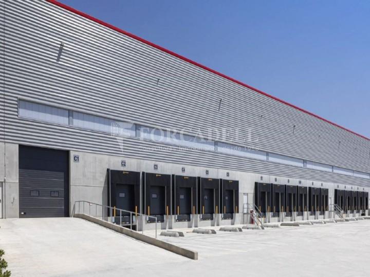 Nau logística en lloguer de 6.089 m² - Sant Esteve Sesrovires, Barcelona #1