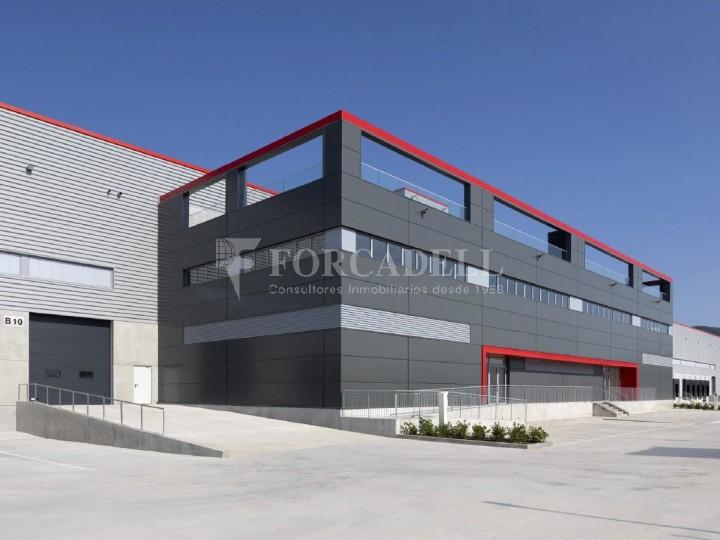 Nau logística en lloguer de 13.491 m² - Sant Esteve Sesrovires, Barcelona #1