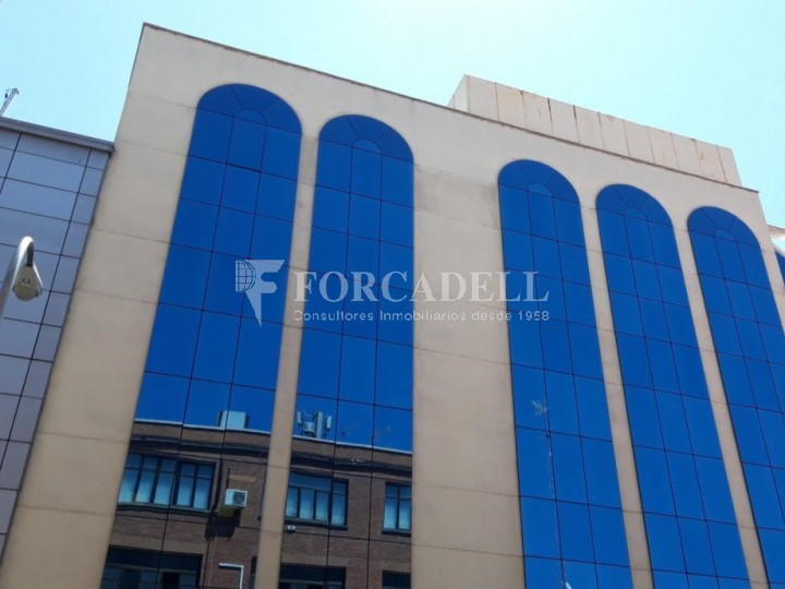 Edifici corporatiu implantat en lloguer al carrer Lérdida. Madrid. #1