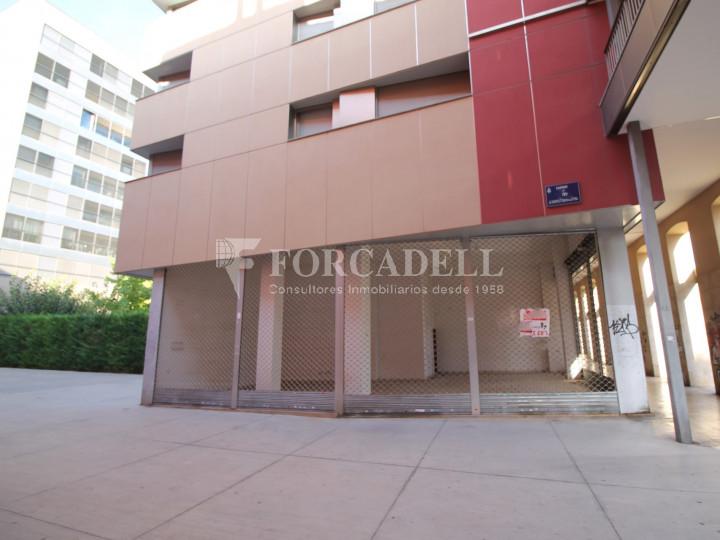 Local comercial cantoner al carrer Sant Genís, a Terrassa, Barcelona. 10