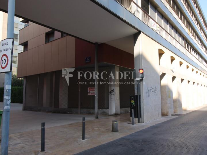 Local comercial cantoner al carrer Sant Genís, a Terrassa, Barcelona. 11