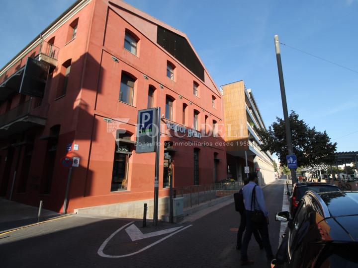 Corner commercial premises on Sant Genís street, in Terrassa, Barcelona. #6