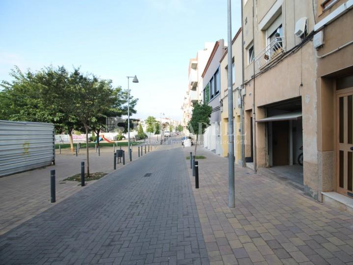 Local en lloguer situat al carrer Torrent d'en Pere Parres, a Terrassa. Barcelona. 1