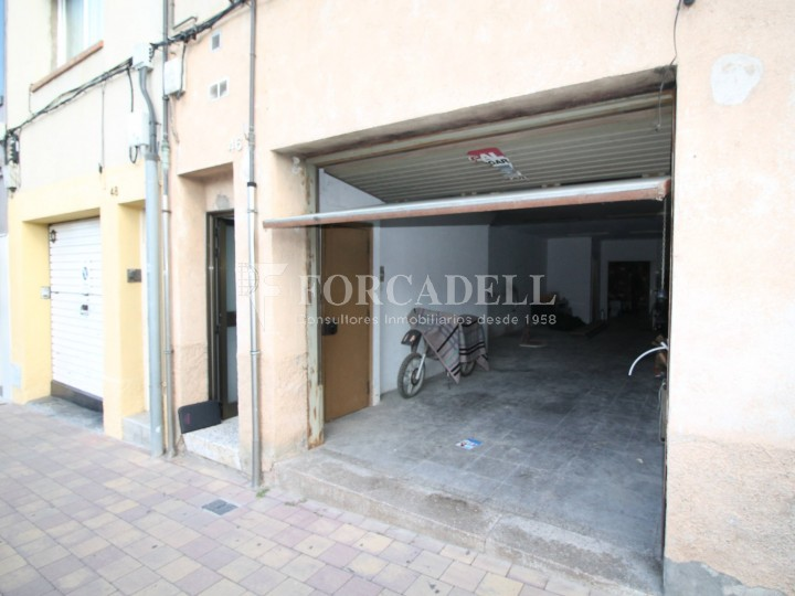 Local en lloguer situat al carrer Torrent d'en Pere Parres, a Terrassa. Barcelona. 2