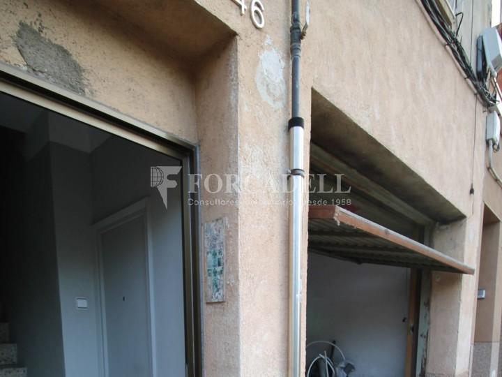 Local en lloguer situat al carrer Torrent d'en Pere Parres, a Terrassa. Barcelona. 3
