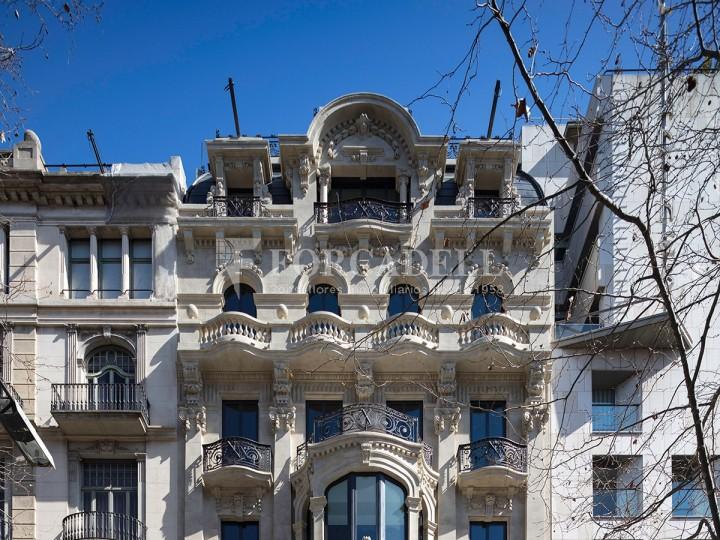 Edifici representatiu d'oficines en lloguer a la Rambla de Barcelona. #1
