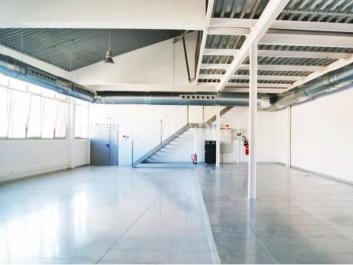 Oficina luminosa en el Pol Ctra del Mig. Hospitalet de Llobregat. 10