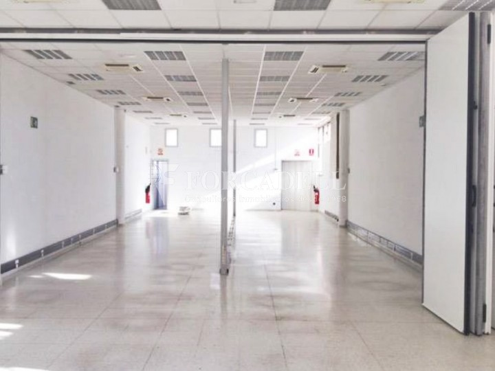 Oficina luminosa en el Pol Ctra del Mig. Hospitalet de Llobregat. 2
