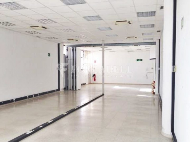 Oficina luminosa en el Pol Ctra del Mig. Hospitalet de Llobregat. 3