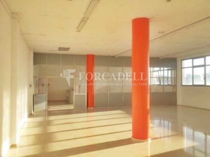Oficina luminosa en el Pol Ctra del Mig. Hospitalet de Llobregat. 4