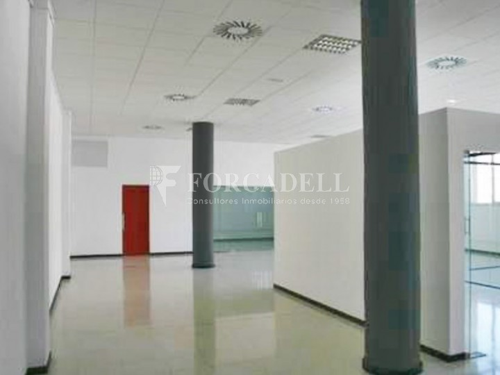 Oficina luminosa en el Pol Ctra del Mig. Hospitalet de Llobregat. 7