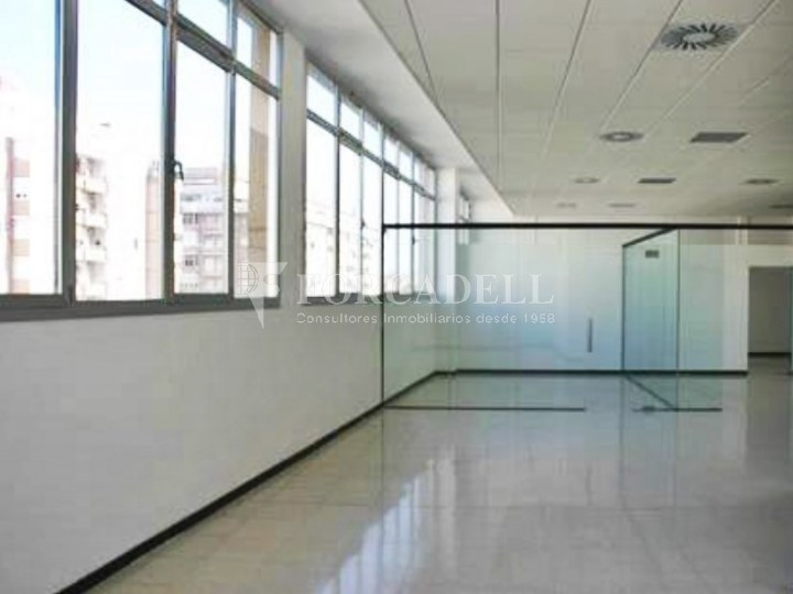 Oficina lluminosa al Pol Ctra del Mig. Hospitalet de Llobregat. 6