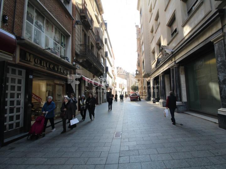 Local comercial situat al districte número 1, al barri Centre, a Sabadell. Barcelona. 1