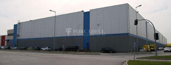 Nave logística en alquiler de  1.860 m² - Barcelona 3