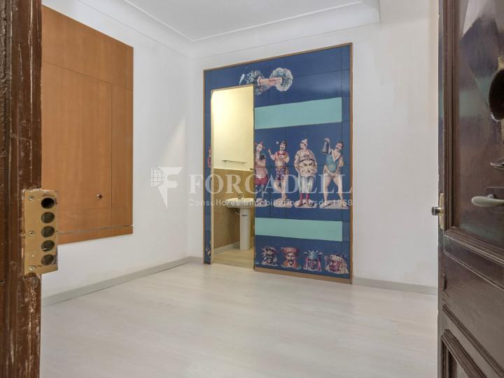 Oficina exterior i reformada en lloguer al centre de Barcelona. 1