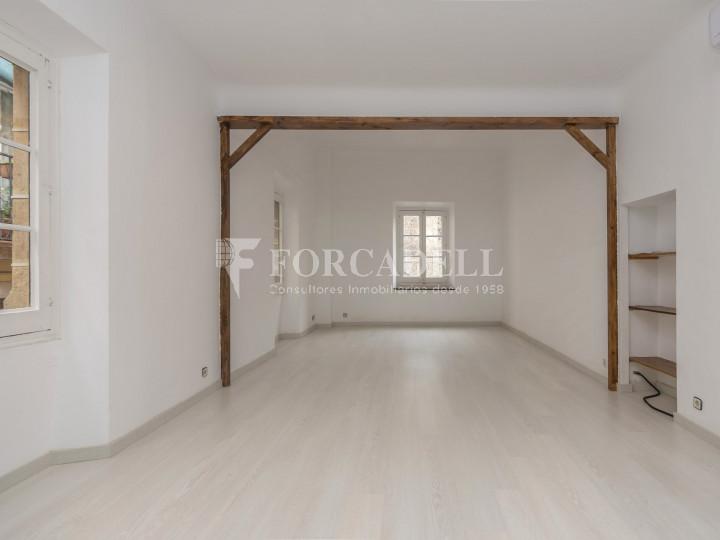 Oficina exterior i reformada en lloguer al centre de Barcelona. 10
