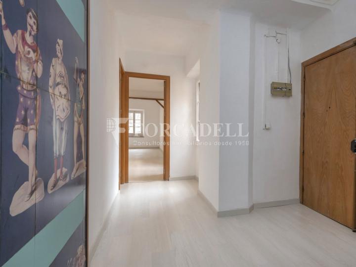 Oficina exterior i reformada en lloguer al centre de Barcelona. 2