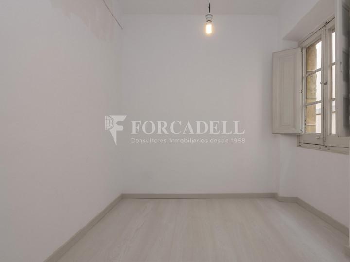 Oficina exterior i reformada en lloguer al centre de Barcelona. 4
