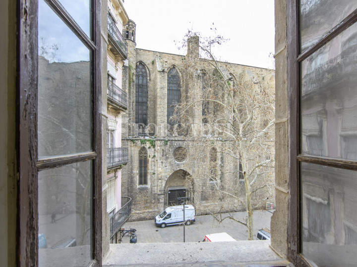 Oficina exterior i reformada en lloguer al centre de Barcelona. 6