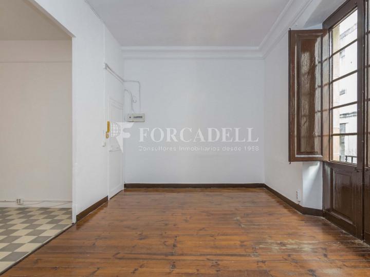 Oficina exterior i reformada en lloguer al centre de Barcelona. 3