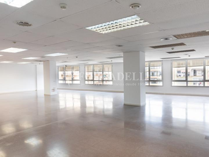 Oficina reformada en lloguer a la Dreta de l'Eixample. Barcelona 6