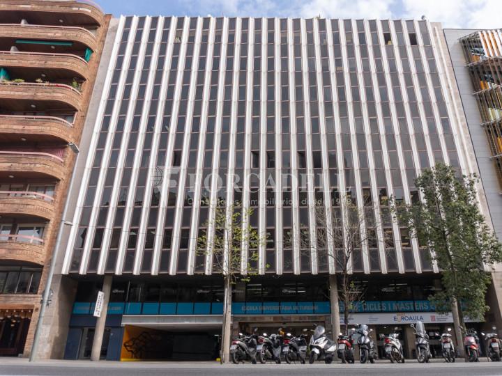 Oficina reformada en lloguer a la Dreta de l'Eixample. Barcelona 1