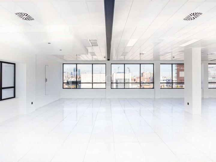 Oficina exterior i lluminosa en lloguer al carrer María de Molína. Madrid. 3