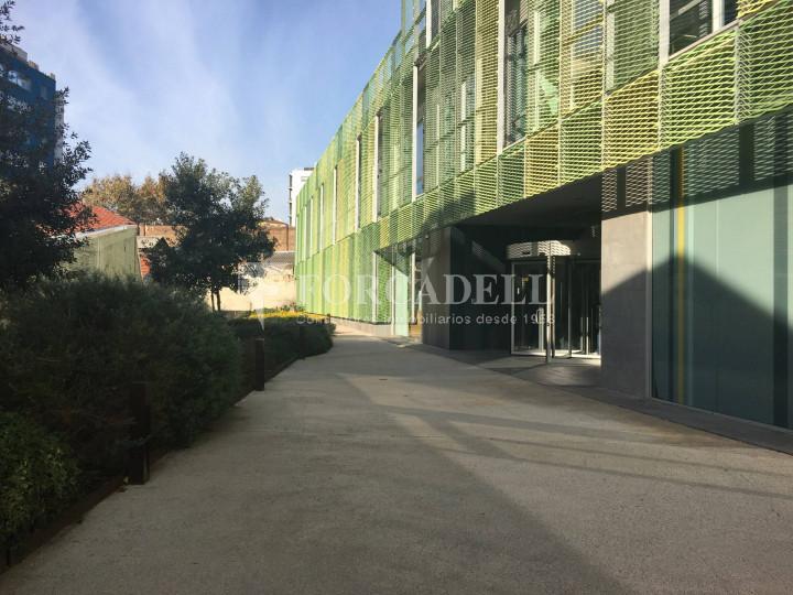 Oficina en lloguer lluminosa i diàfana al districte 22@. C. Pallars. 5