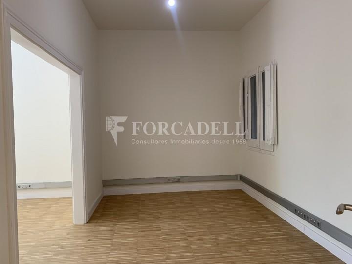 Oficina disponible en l'Avinguda Diagonal entre els carrers Aribau i Muntaner. Barcelona. 10