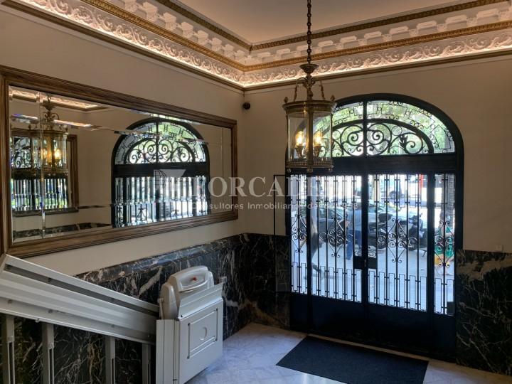 Oficina disponible en l'Avinguda Diagonal entre els carrers Aribau i Muntaner. Barcelona. 11