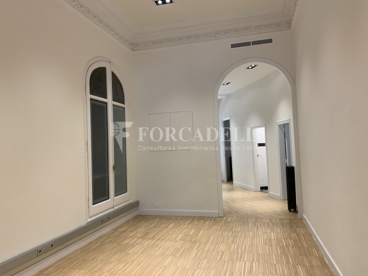 Oficina disponible en l'Avinguda Diagonal entre els carrers Aribau i Muntaner. Barcelona. 8