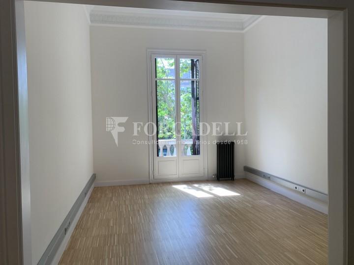 Oficina disponible en l'Avinguda Diagonal entre els carrers Aribau i Muntaner. Barcelona. 9