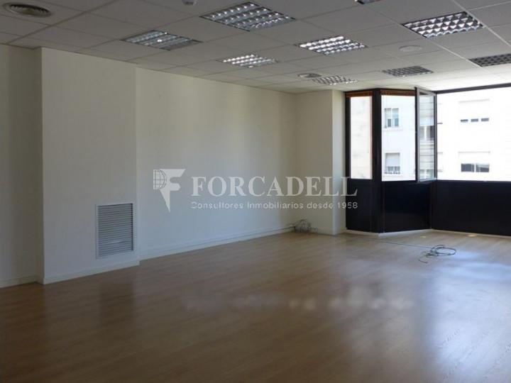 Oficina reformada a l'Av. Riera de Cassoles, pròxima a la plaça Lesseps. Barcelona 3