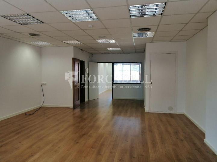 Oficina reformada a l'Av. Riera de Cassoles, pròxima a la plaça Lesseps. Barcelona 4