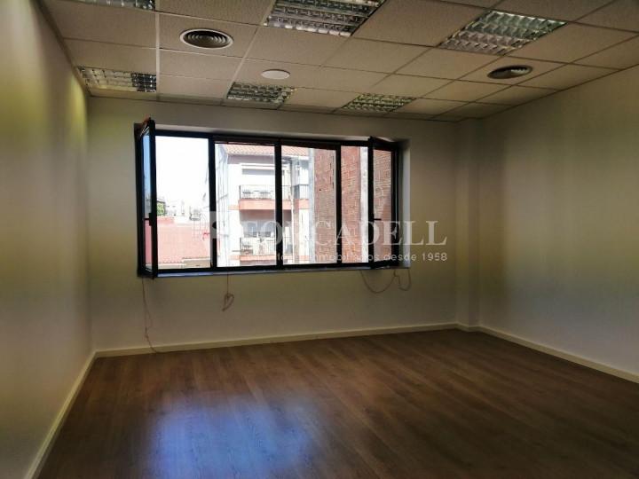 Oficina reformada a l'Av. Riera de Cassoles, pròxima a la plaça Lesseps. Barcelona 5