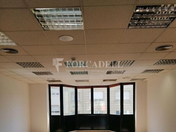 Oficina reformada a l'Av. Riera de Cassoles, pròxima a la plaça Lesseps. Barcelona 7