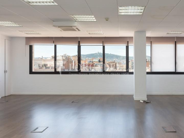Oficina disponible en la Gran Via de les Corts Catalans, a pocs metres del carrer Pau Claris i pròxim a la plaça Catalunya. Barcelona. 1
