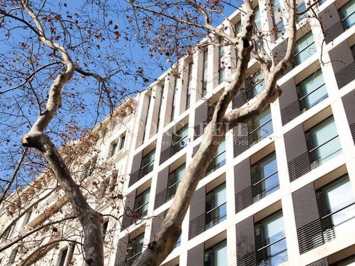 Oficina disponible en la Gran Via de les Corts Catalans, a pocs metres del carrer Pau Claris i pròxim a la plaça Catalunya. Barcelona. 10
