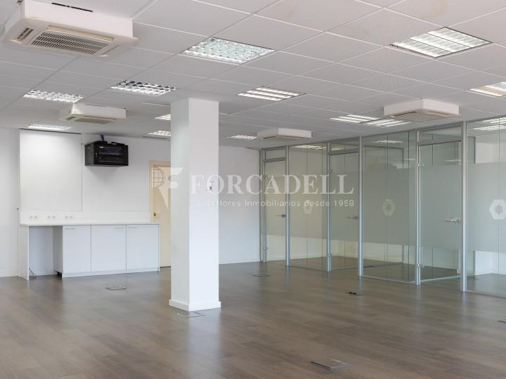 Oficina disponible en la Gran Via de les Corts Catalans, a pocs metres del carrer Pau Claris i pròxim a la plaça Catalunya. Barcelona. 2