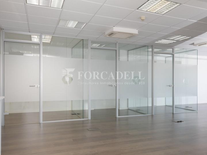 Oficina disponible en la Gran Via de les Corts Catalans, a pocs metres del carrer Pau Claris i pròxim a la plaça Catalunya. Barcelona. 5