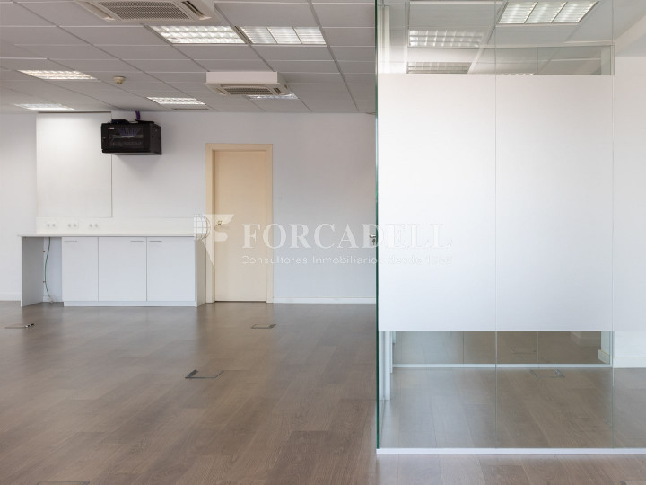Oficina disponible en la Gran Via de les Corts Catalans, a pocs metres del carrer Pau Claris i pròxim a la plaça Catalunya. Barcelona. 9