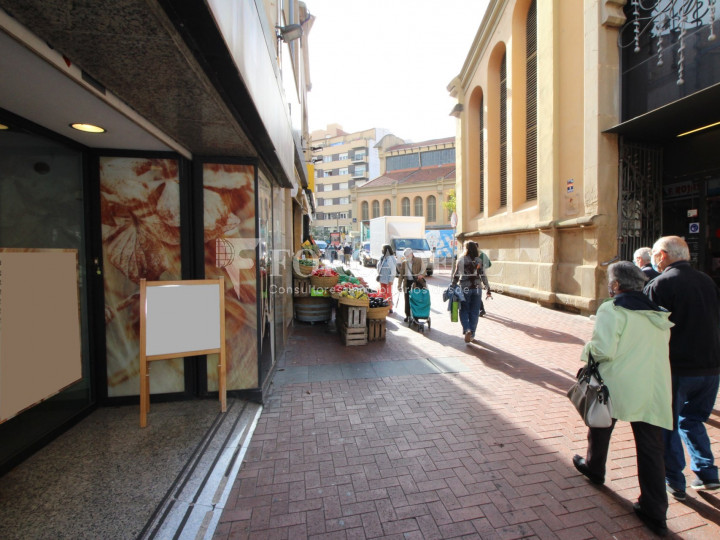 Local comercial situat en ple centre de la ciutat de Terrassa. Barcelona. 1